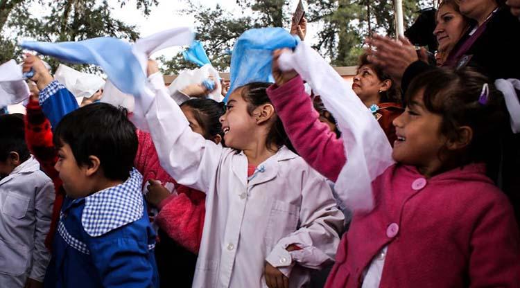 Los chicos tucumanos disfrutarán los partidos del Mundial en la escuela