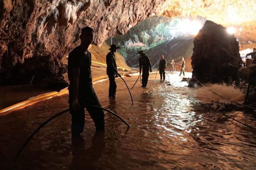 Tailandia: nuevas lluvias amenazan el operativo rescate en la cueva