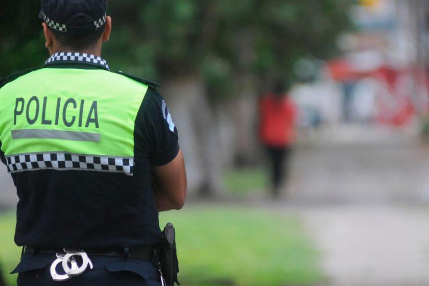 Un policía dice haber confundido a un compañero con un ladrón y le pegó un tiro