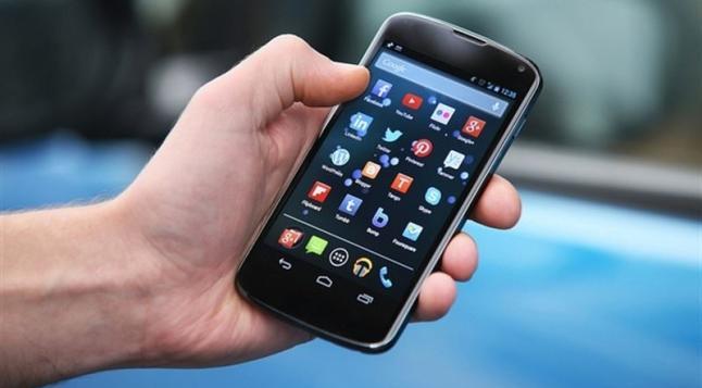 Una investigación confirma que su teléfono realmente lo está observando
