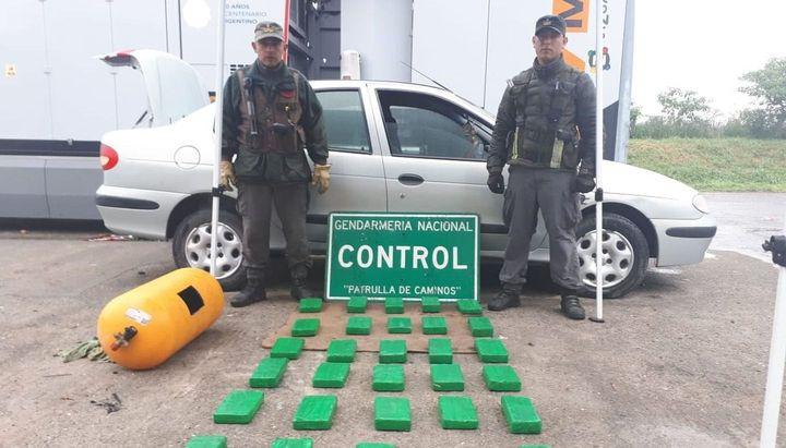 NARCOS: Viajaba a Tucumán con más de 30 kg de cocaína en el tubo de gas