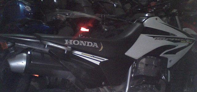""""""" En pleno centro """": Le robaron la moto a un inspector de tránsito de la Municipalidad"""