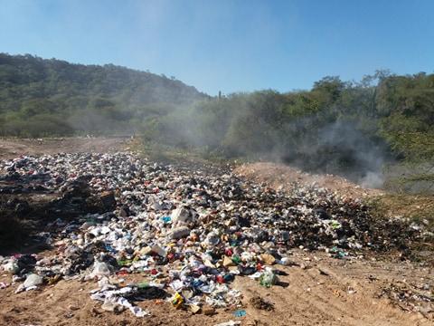 San Pedro de Colalao: Temen que un basural desencadene un incendio forestal