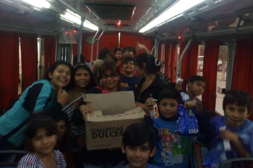El candidato Daniel Alfaro y el dirigente Diego Alfaro agasajaron a niños en el Parque 9 de julio