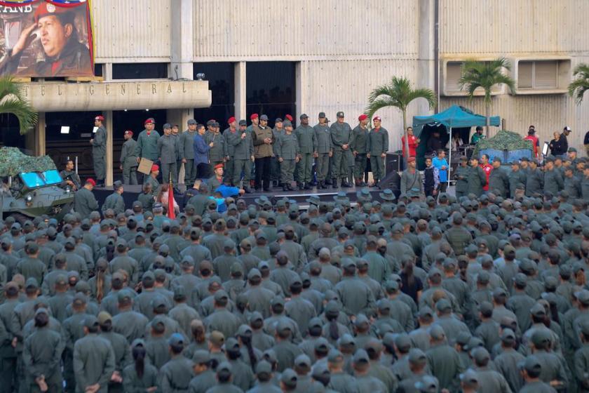 """Maduro, ante militares: """"Soldados de la patria, ha llegado la hora de combatir"""""""