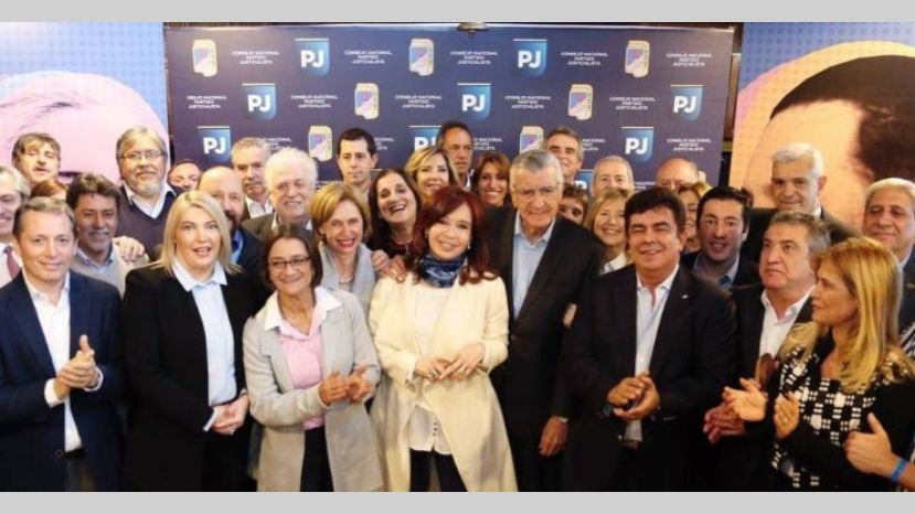 Cristina Fernández participó de la cumbre del PJ y nace un frente electoral
