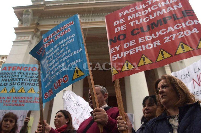 INGRESO A MEDICINA: La UNT convoca a sesión extraordinaria tras la protesta de padres por los cupos