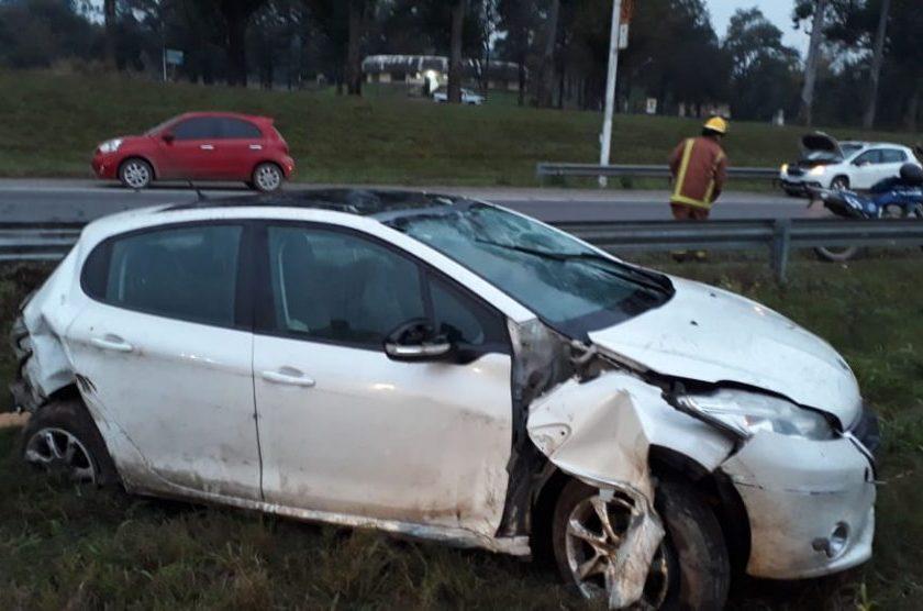 TAFI VIEJO: Volcó el auto al intentar esquivar a un perro