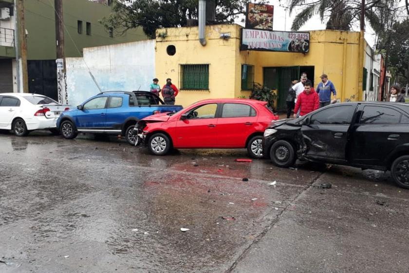 Multiple Choque en cadena, en la esquina de San Lorenzo y Pellegrini