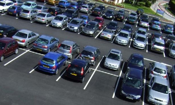 """De un estacionamiento le robaron el auto y para colmo los empleados la tratan de """"borracha"""""""