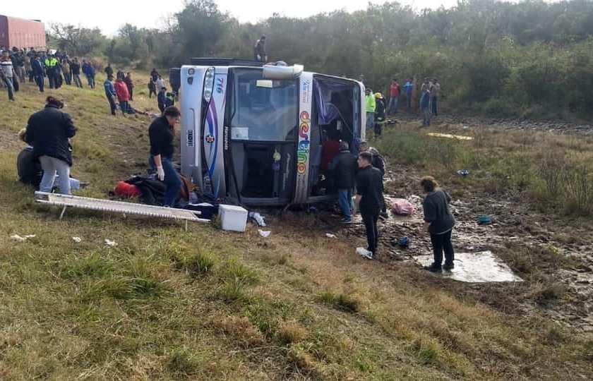 TUCUMAN: En La Madrid volco un colectivo hay 13 muertos y 35 heridos(VIDE0)