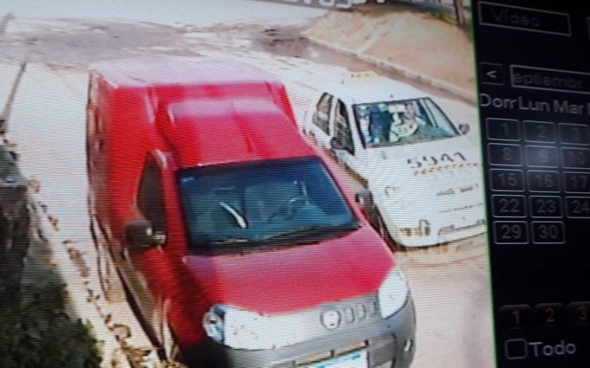 Las Talitas: Con la ayuda de un taxi, delincuentes asaltan a dos mujeres (VIDEO)