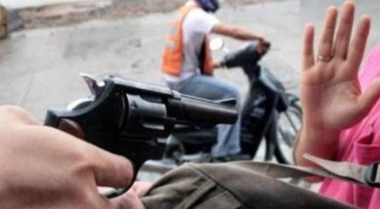 Le pegan un tiro en el pie, porque no pudieron robarle la moto