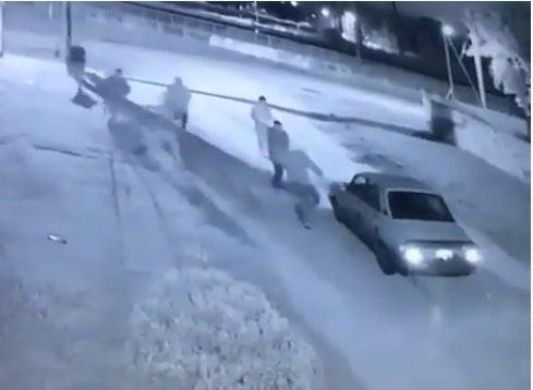 Entre siete intentaron robarle un Renault 12 a un joven(VIDEO)