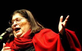 """"""" MERCEDES SOSA """" : Debutó como cantante a los 15 años a espaldas de su papá, se consagró en Cosquín, la terminó aplaudiendo el mundo"""