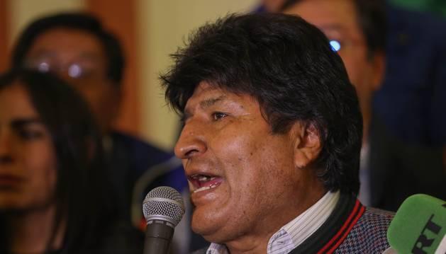 Bolivia: reanudaron el recuento provisorio, ahora Evo Morales gana en primera vuelta y hay protestas en las calles