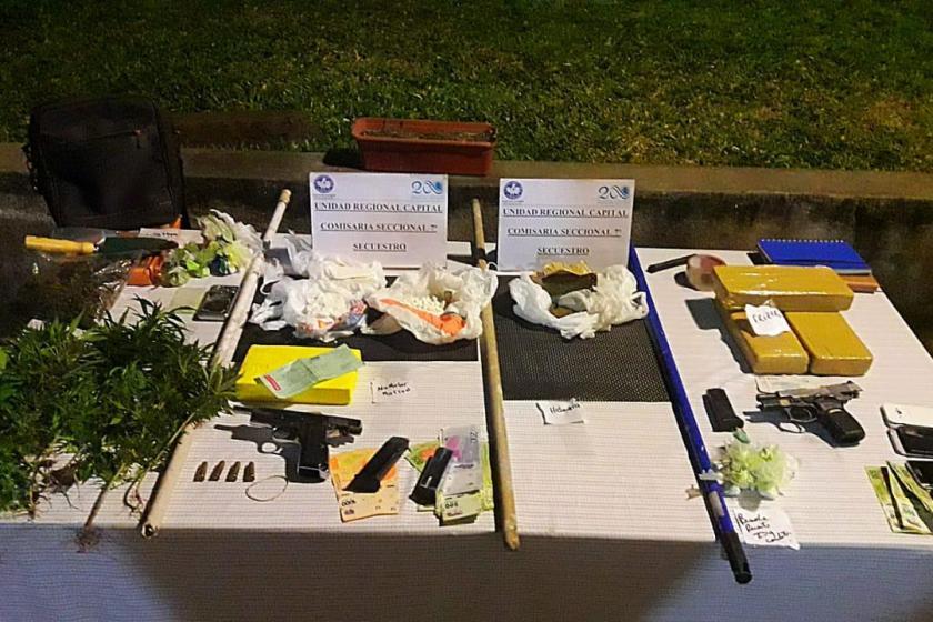 Encuentran armas y droga en una casa en Lomas de Tafí