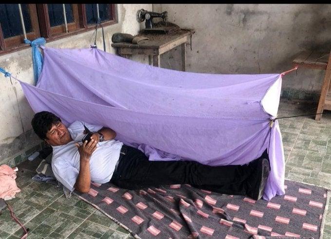 Asi pasó la noche Evo Morales, que ya partió rumbo al exilio en México