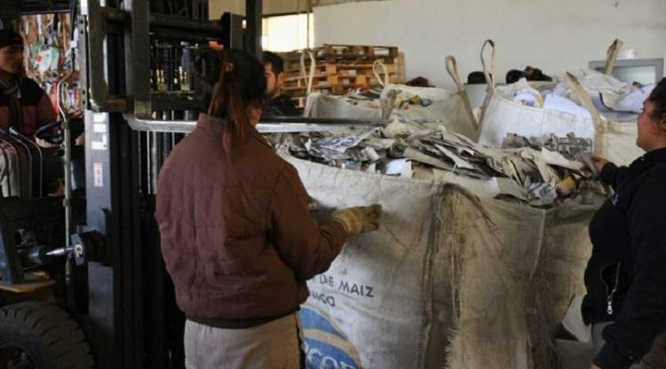 TUCUMAN:Reciclan material utilizado durante la campaña electoral