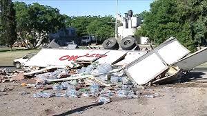 MENDOZA: Tras volcar, un camión con mercadería, fue saquedo