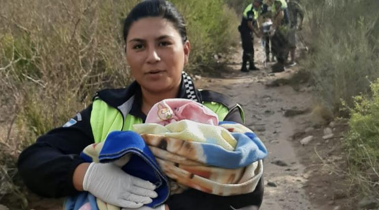 Amaicha del Valle: Policías auxiliaron a una mujer y a su beba recién nacida