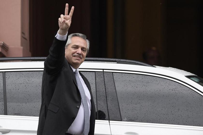 El presidente Fernandez derogó el decreto que dejaba en el Gobierno a 3000 funcionarios macristas