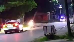 Impresionante persecución: un patrullero chocó a una moto que había escapado de un control policial(VIDEO)