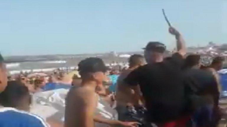 """"""" Costas violentas """" : Descontrol en una playa de Mar del Plata,  pidió que bajaran la música, lo atacaron a trompadas"""