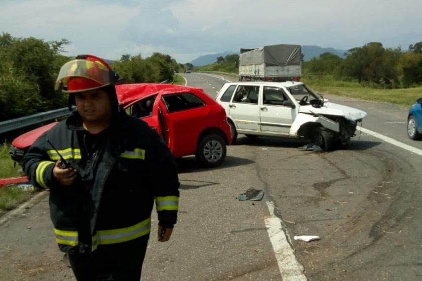 Choque en cadena de cuatro autos  en la ruta a El Cadillal