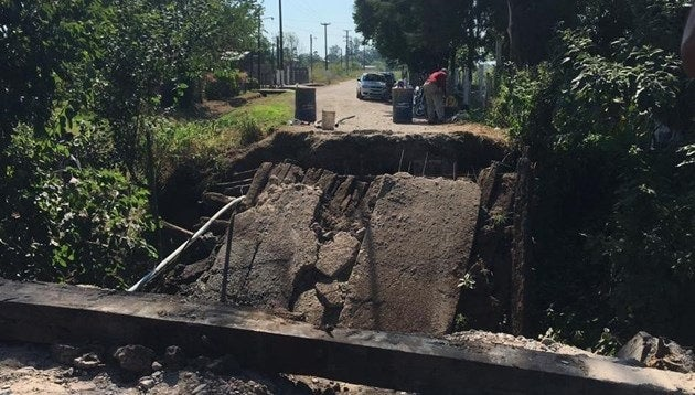Se derrumbó un puente en Los Aguirre y quedaron aisladas más de 30 familias, el delegado ya habia recibido quejas