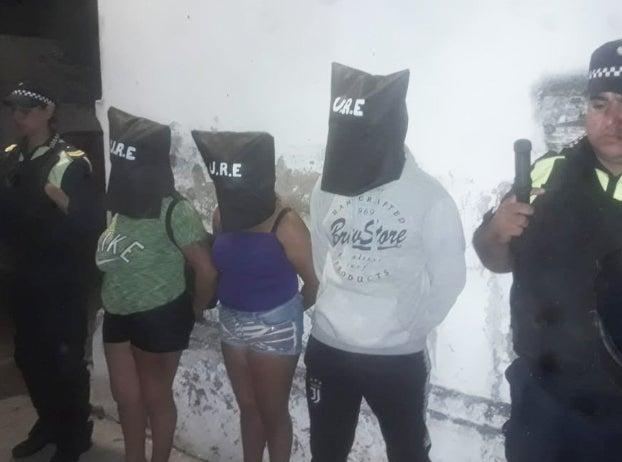GOLPIZA EN LOS RALOS: Dos hermanas y un joven fueron detenidos