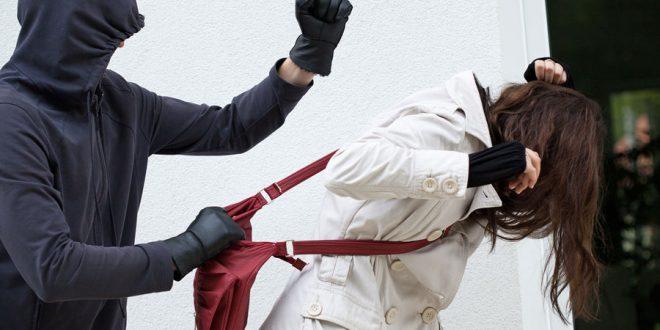 Violento asalto a una joven en Barrio Norte