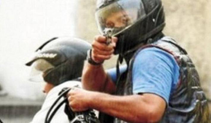 """Tucuman: """"Motochorros"""" con chalecos antibalas asaltan a un hombre y quedan filmados"""