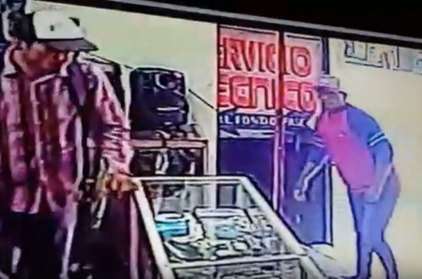 Impunidad y robo en pleno microcentro: Motochorros asaltaron un local en la entrada de la galería Persia(VIDEO)