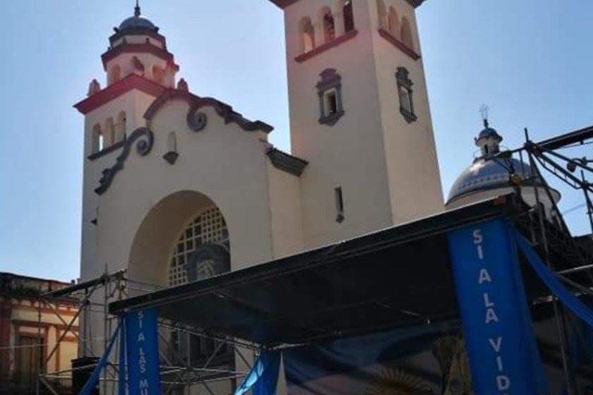 """Miles de tucumanos convocados por la iglesia dijeron: """"SI A LAS MUJERES , SI A LA VIDA"""""""