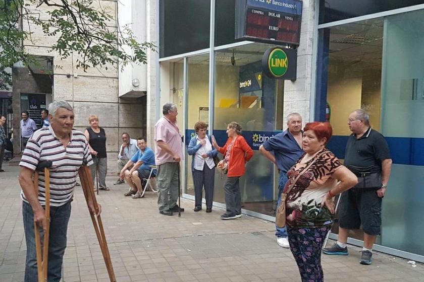 Desde el miercoles abrirán los bancos para atender el pago de jubilaciones y de ayudas sociales