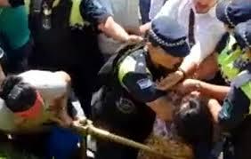 Durante la protesta docente la policia reprimio violentamente a dos mujeres (VIDEO)