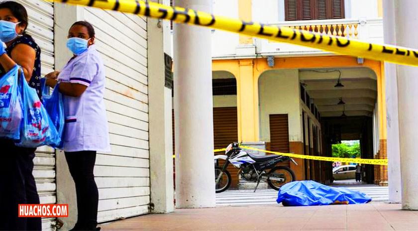 """ECUADOR: En Guayaquil, por la Pandemia de CORONAVIRUS hay cadáveres abandonados en las veredas"""""""