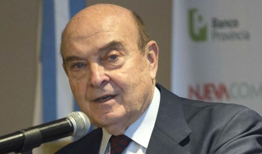 Domingo Cavallo propone liberar el dólar y que se use como moneda interna en un sistema bimonetario
