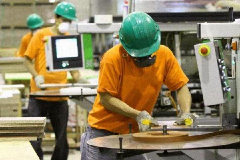 ECONOMIA: En junio, el Estado pagará 2,7 millones de salarios privados