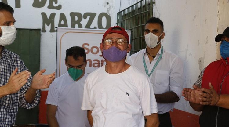 Tucuman: Proveen anteojos recetados a personas en situación de calle