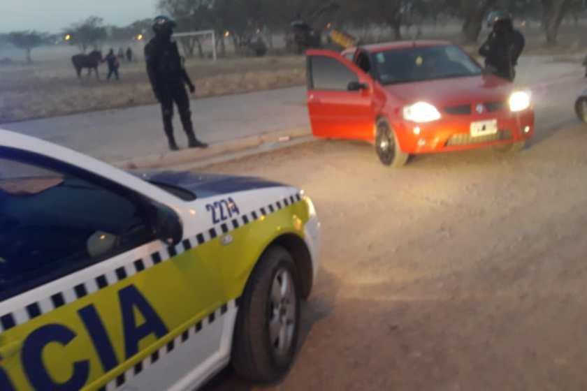 Se jugaba un campeonato de fútbol en Campo Norte, llegó la policía y secuestro 5 vehículos