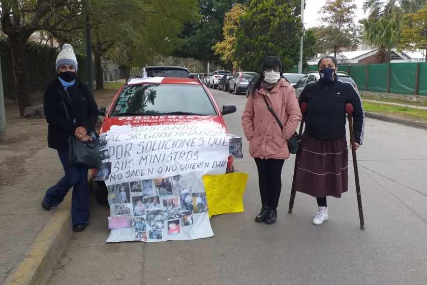 Protesta frente a la casa de Manzur: Es por prestaciones por discapacidad que debe brindar el Subsidio de Salud