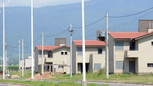 Adjudicatarios de un barrio del I.P.V.D.U en Las Talitas desde hace dos años esperan que les entreguen sus casas