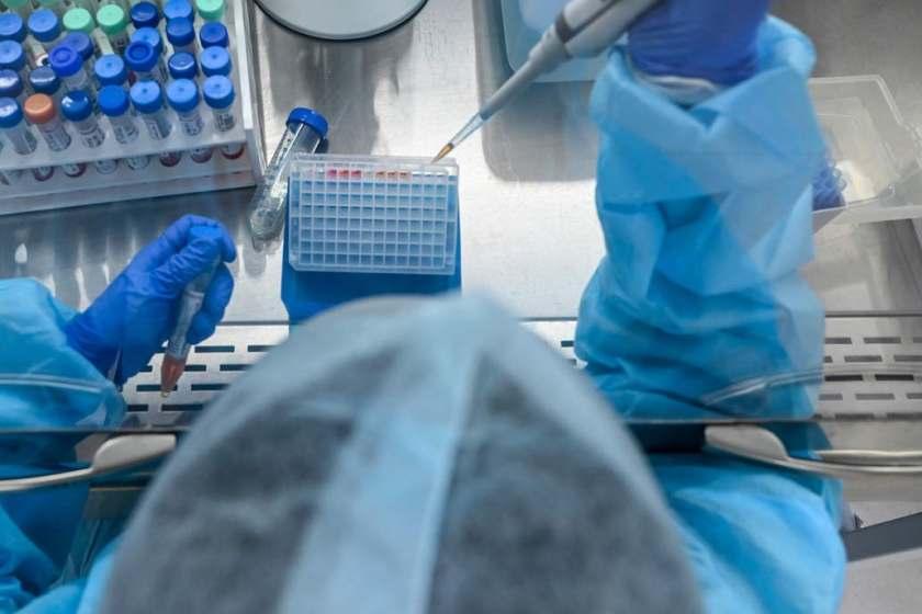 Alerta en China: más de 3000 personas se enfermaron tras la fuga de una bacteria de un laboratorio