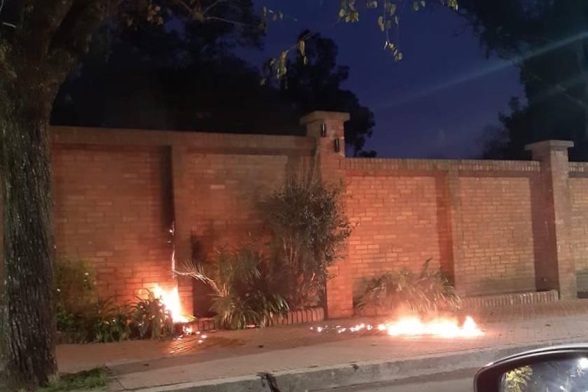 """Grave: """" Atacaron con bomba molotov la quinta presidencial de Olivos """""""