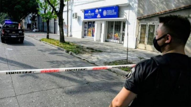Un ladrón robó una cartera, se disparó por error y murió