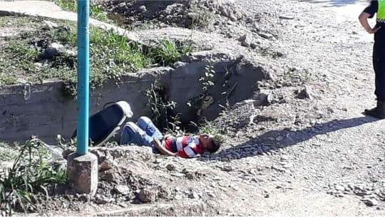 Villa Carmela: Motochorro se cae a un zanjón mientras escapaba tras robar un celular