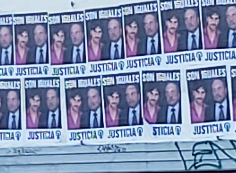 """Alperovich y Darthés, juntos en afiches que dicen """"son iguales"""""""