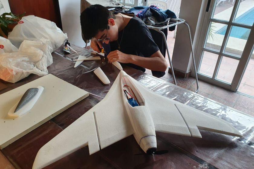 Con 14 años, un adolescente chaqueño, construyó un avión de ala única, hito de la historia argentina
